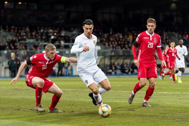 Ronaldo ghi bàn thắng dễ bậc nhất trong sự nghiệp, Bồ Đào Nha chính thức có vé đến thẳng Euro 2020 - Ảnh 2.