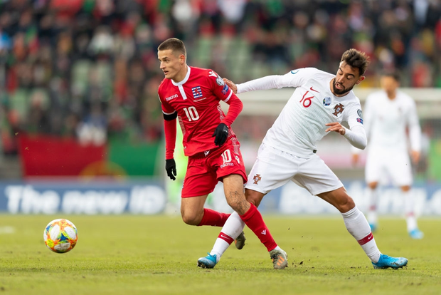 Ronaldo ghi bàn thắng dễ bậc nhất trong sự nghiệp, Bồ Đào Nha chính thức có vé đến thẳng Euro 2020 - Ảnh 3.