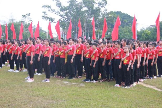 """Gần 2.000 đoàn viên thanh niên tỉnh Nghệ An tham dự Hành trình """"Tôi yêu Tổ quốc tôi"""" - Ảnh 5."""