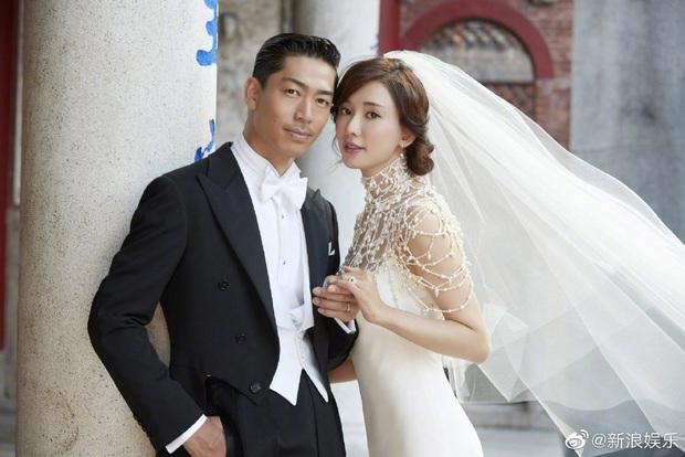 Đám cưới hot nhất Cbiz hôm nay: Siêu mẫu Lâm Chí Linh liên tục khóc, hôn nồng nhiệt chồng Nhật kém 7 tuổi - Ảnh 11.