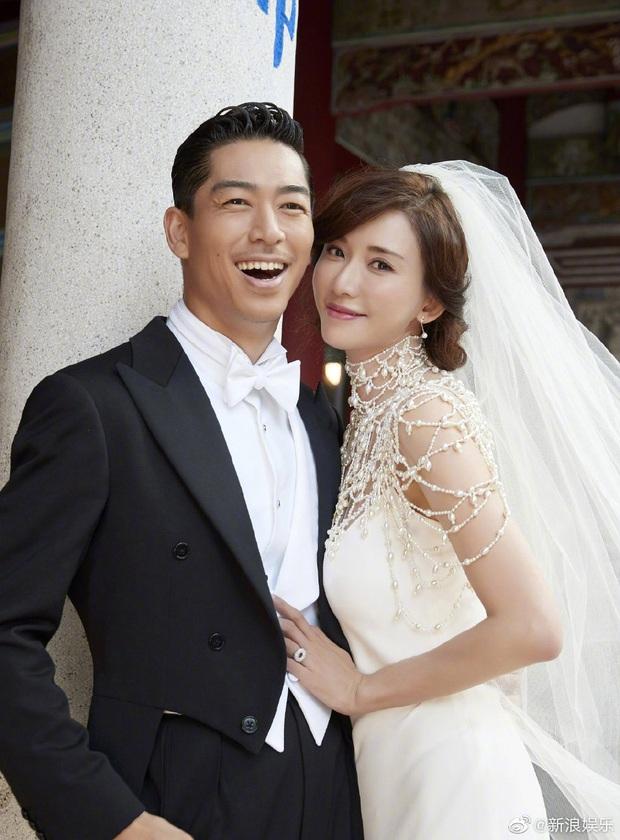 Đám cưới hot nhất Cbiz hôm nay: Siêu mẫu Lâm Chí Linh liên tục khóc, hôn nồng nhiệt chồng Nhật kém 7 tuổi - Ảnh 13.