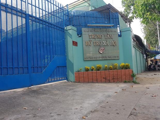 Chấn động: Nhiều bé gái ở Trung tâm Hỗ trợ xã hội TP. HCM tố bị một cán bộ dụ dỗ cho hút thuốc rồi có hành vi sờ ngực và vùng kín - Ảnh 1.