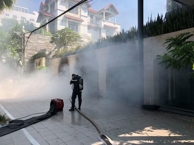 Cháy dữ dội tại tầng hầm biệt thự chứa nhiều ôtô sang của đại gia thép, nhiều tài sản bị thiêu rụi - Ảnh 5.