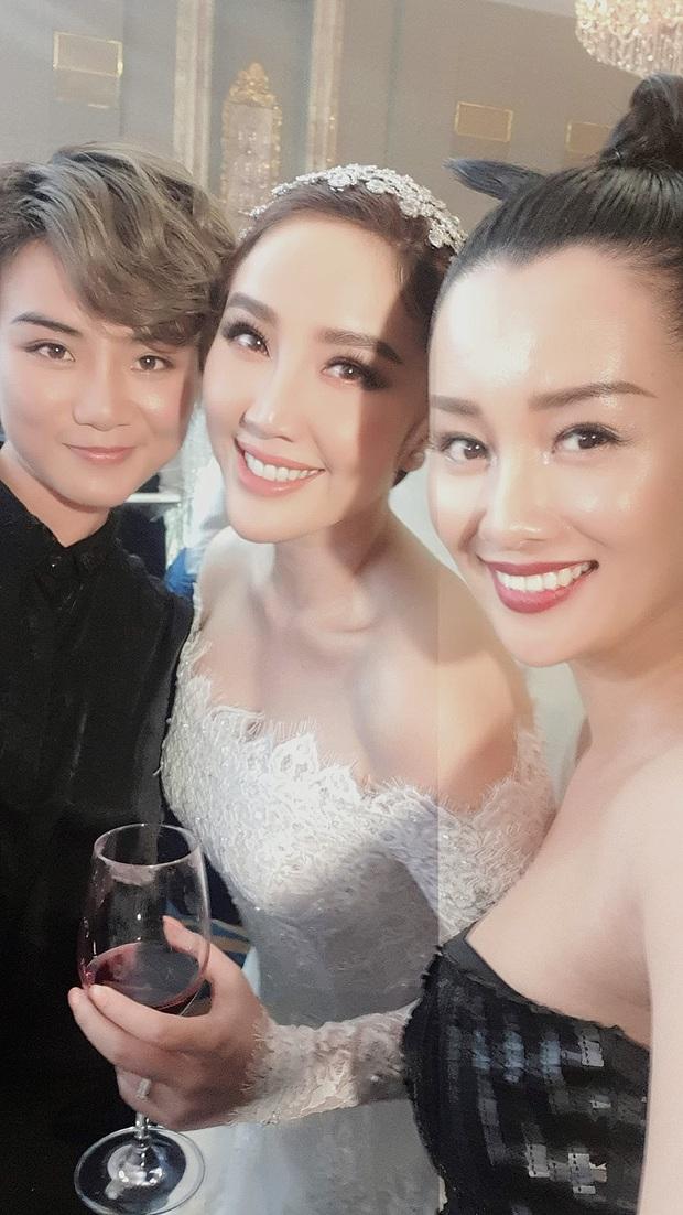 Đám cưới Bảo Thy nhiều mỹ nhân nhưng MC Quỳnh Chi vẫn chiếm spotlight với khí chất ngời ngời dù đã 33 tuổi - Ảnh 1.