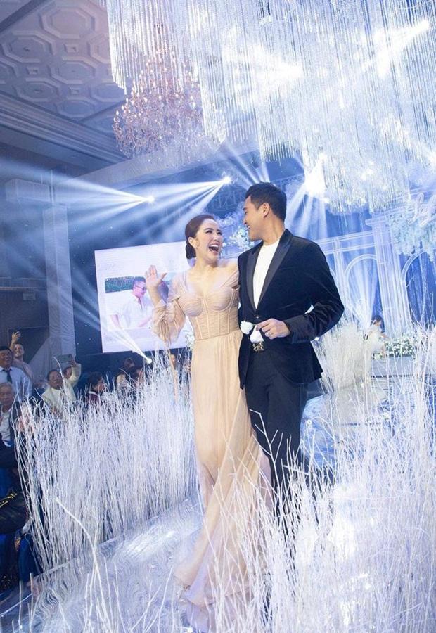Khi Hoàng tử sơn ca Quang Vinh và Công chúa bong bóng Bảo Thy hội ngộ trong tiệc cưới: Giá mà được nghe họ song ca thì tuyệt! - Ảnh 2.