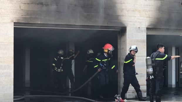 Cháy dữ dội tại tầng hầm biệt thự chứa nhiều ôtô sang của đại gia thép, nhiều tài sản bị thiêu rụi - Ảnh 2.