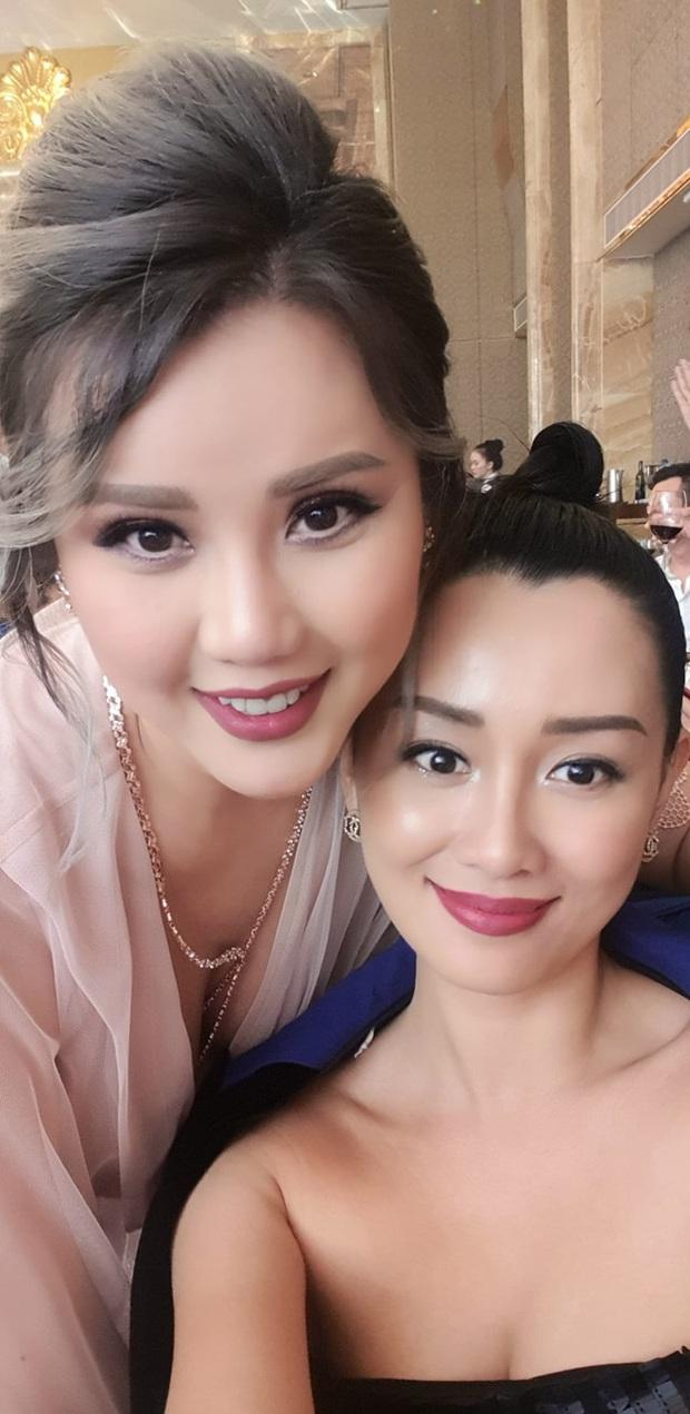 Đám cưới Bảo Thy nhiều mỹ nhân nhưng MC Quỳnh Chi vẫn chiếm spotlight với khí chất ngời ngời dù đã 33 tuổi - Ảnh 2.