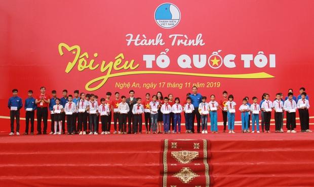 """Gần 2.000 đoàn viên thanh niên tỉnh Nghệ An tham dự Hành trình """"Tôi yêu Tổ quốc tôi"""" - Ảnh 2."""