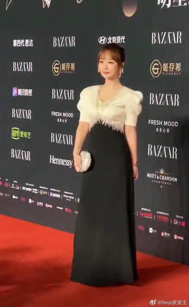 Ảnh thực tế và photoshop của Dương Tử tại sự kiện: Bị mỉa mai vì chỉnh ảnh quá đà chẳng khác siêu mẫu Victorias Secret - Ảnh 4.