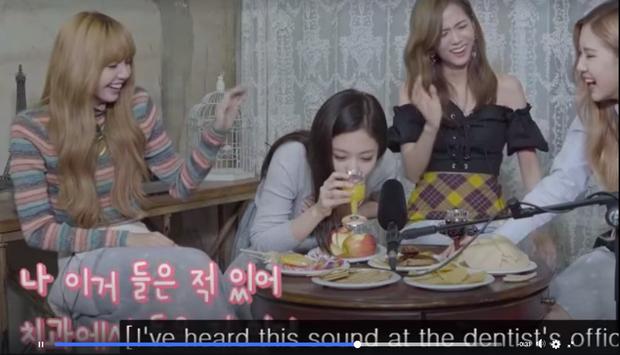 """Clip """"ăn bánh uống trà"""" của BLACKPINK bỗng được netizen """"đào"""" lại, tập tành làm ASMR và kết cục… như show hài - Ảnh 9."""