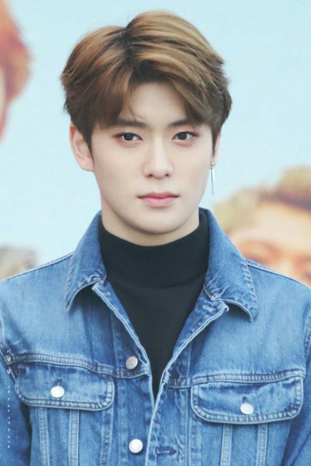 Chói mắt với làn da trắng như ngọc của 9 idol Kpop: Jisoo (BLACKPINK), ai ngờ Suga (BTS) và dàn mỹ nam còn đỉnh hơn - Ảnh 19.