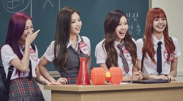 """Clip """"ăn bánh uống trà"""" của BLACKPINK bỗng được netizen """"đào"""" lại, tập tành làm ASMR và kết cục… như show hài - Ảnh 1."""