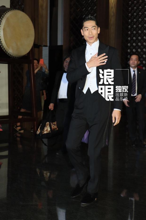 Đám cưới hot nhất Cbiz hôm nay: Siêu mẫu Lâm Chí Linh liên tục khóc, hôn nồng nhiệt chồng Nhật kém 7 tuổi - Ảnh 4.