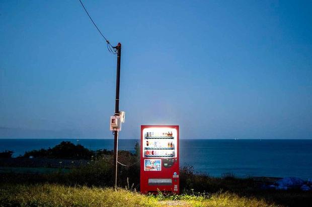 Vẻ đẹp rực rỡ trong đêm của những chiếc máy bán hàng tự động cô độc trên khắp các nẻo đường Nhật Bản - Ảnh 8.
