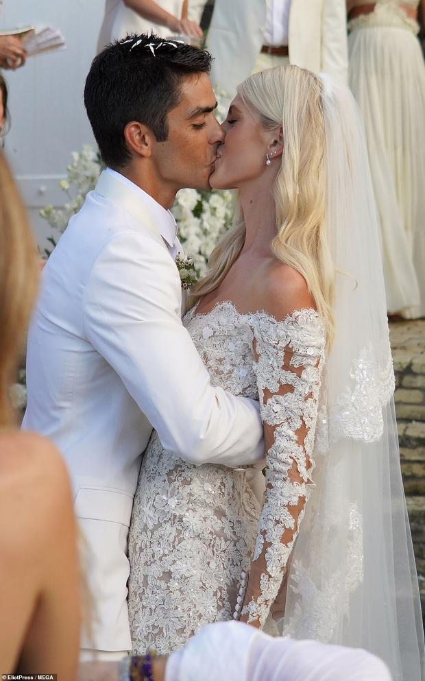 Đám cưới mỹ nhân Victorias Secret hot nhất Hollywood hôm nay: Đẹp như phim, gia thế khủng của chú rể gây sốt - Ảnh 3.