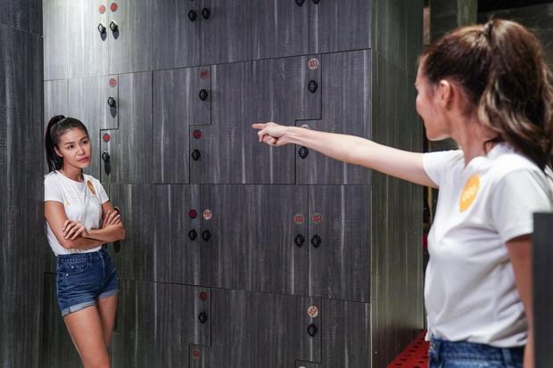 3 màn cấu xé tơi tả của hội mĩ nhân màn ảnh châu Á: Hoa hậu Minh Tú chưa hăng máu bằng cô nàng chuyển giới Nira - Ảnh 1.