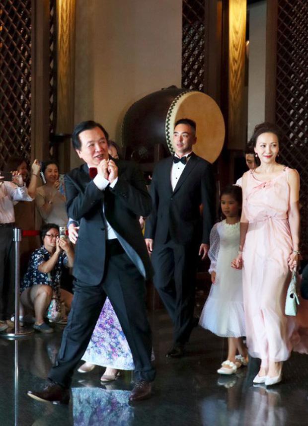 Đám cưới hot nhất Cbiz hôm nay: Siêu mẫu Lâm Chí Linh liên tục khóc, hôn nồng nhiệt chồng Nhật kém 7 tuổi - Ảnh 1.