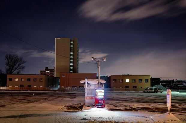 Vẻ đẹp rực rỡ trong đêm của những chiếc máy bán hàng tự động cô độc trên khắp các nẻo đường Nhật Bản - Ảnh 7.
