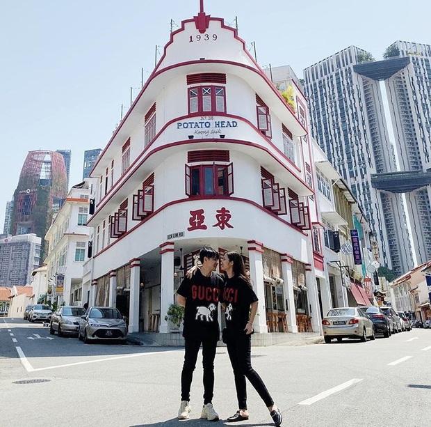 """Đăng ảnh """"đưa nhau đi trốn"""" hậu siêu đám cưới, Đông Nhi – Ông Cao Thắng bất ngờ để lộ chi tiết đang hưởng tuần trăng mật ở Singapore - Ảnh 5."""