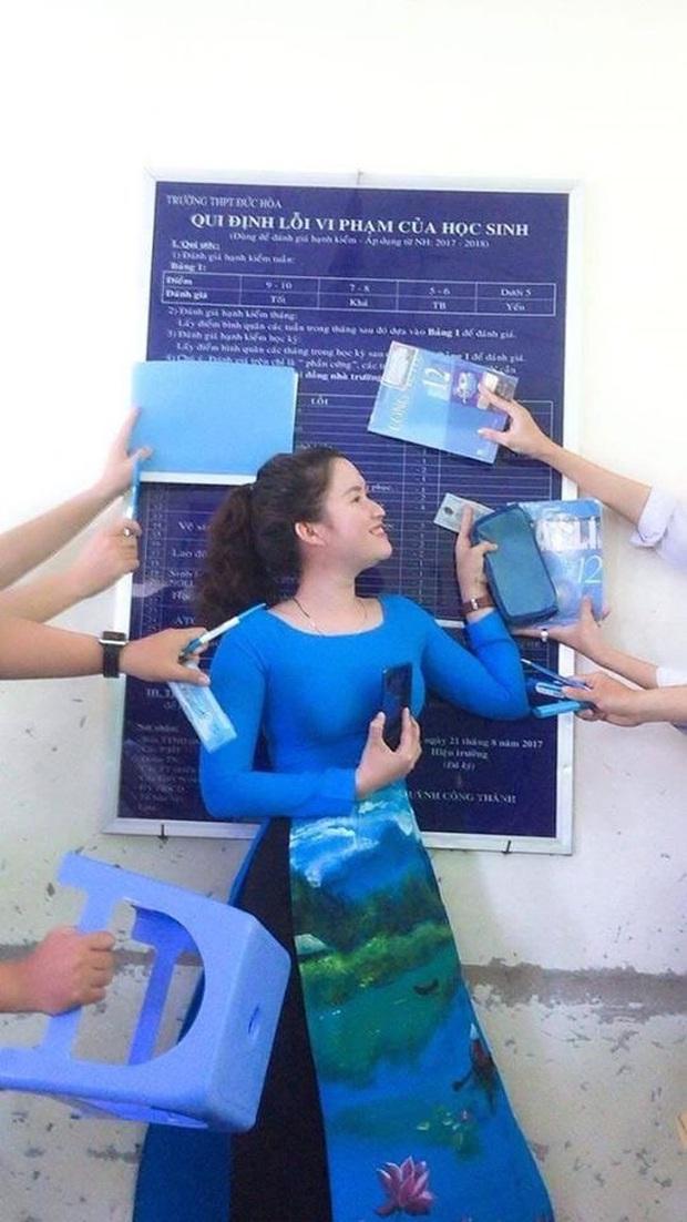 Loạt ảnh cực ngầu của cô giáo trường người ta: Cập nhật hot trend màu sắc và chịu chơi chẳng kém gì học trò - Ảnh 5.
