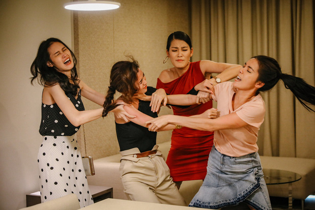 3 màn cấu xé tơi tả của hội mĩ nhân màn ảnh châu Á: Hoa hậu Minh Tú chưa hăng máu bằng cô nàng chuyển giới Nira - Ảnh 4.