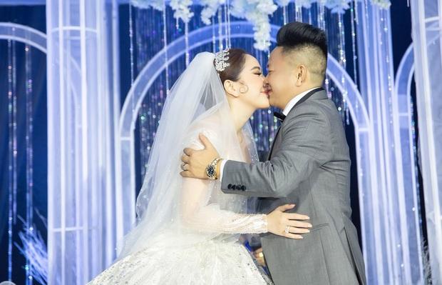 Loạt ảnh nét căng bên trong đám cưới Bảo Thy cùng tiết lộ của cô dâu: Hạnh phúc 10 ngày không ngủ được, 3 ngày trước sốt 42 độ - Ảnh 9.