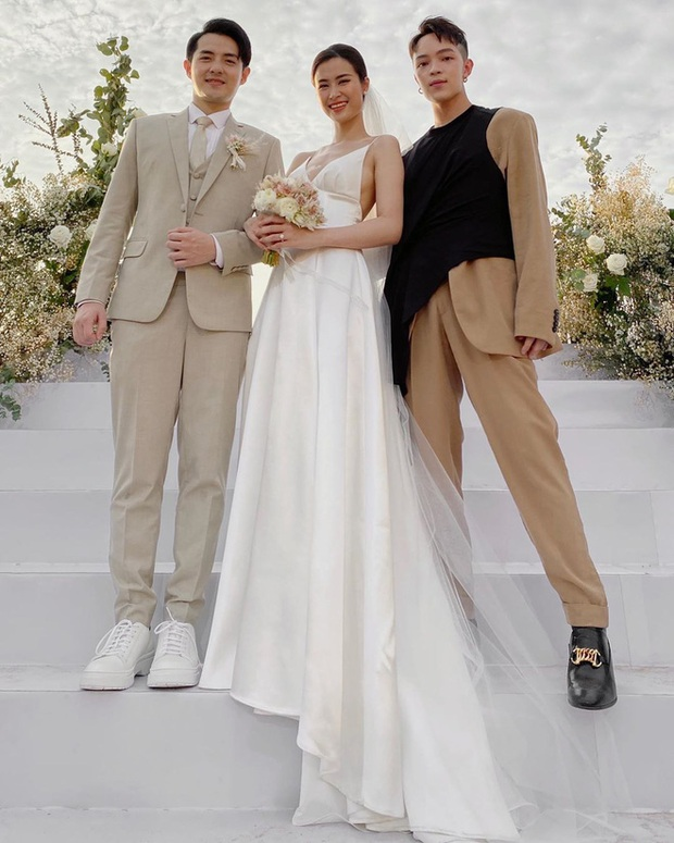 Váy cưới của 3 cô dâu tháng 11 Đông Nhi - Bảo Thy - Giang Hồng Ngọc: Người dịu dàng, người lộng lẫy choáng ngợp, người chẳng ngại sexy - Ảnh 1.
