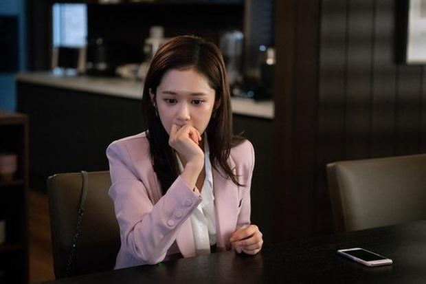 5 giai đoạn vật vã của Jang Nara khi biết đầu mình có sừng ở Vị Khách VIP: Phải soi kĩ tin nhắn điện thoại! - Ảnh 3.