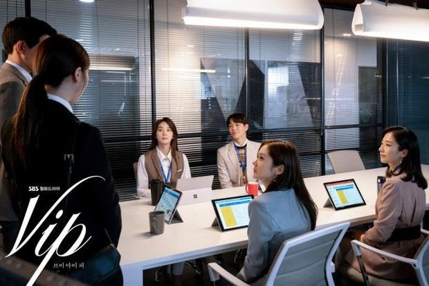 5 giai đoạn vật vã của Jang Nara khi biết đầu mình có sừng ở Vị Khách VIP: Phải soi kĩ tin nhắn điện thoại! - Ảnh 1.