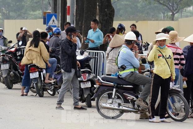Dân phe hét vé trận Việt Nam - Thái Lan gấp 10 lần giá gốc - Ảnh 2.
