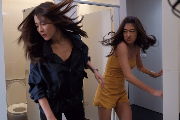 3 màn cấu xé tơi tả của hội mĩ nhân màn ảnh châu Á: Hoa hậu Minh Tú chưa hăng máu bằng cô nàng chuyển giới Nira - Ảnh 7.