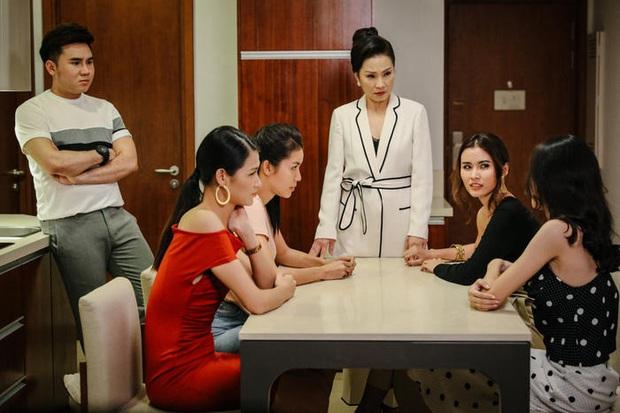 3 màn cấu xé tơi tả của hội mĩ nhân màn ảnh châu Á: Hoa hậu Minh Tú chưa hăng máu bằng cô nàng chuyển giới Nira - Ảnh 5.