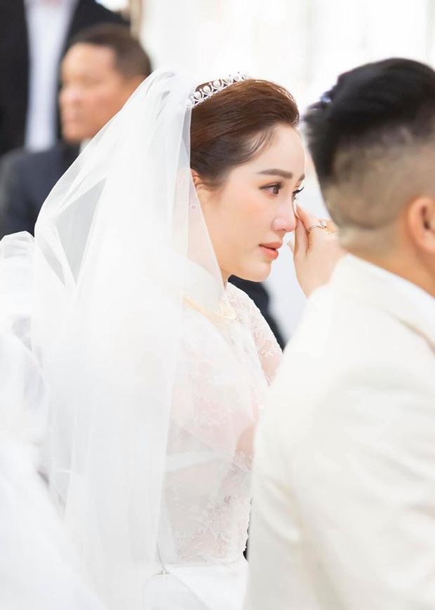 Cô dâu Bảo Thy: 2 ngày cùng tông makeup nhưng lễ rước dâu dịu dàng bao nhiêu thì đám cưới lại sắc sảo lộng lẫy bấy nhiêu - Ảnh 3.