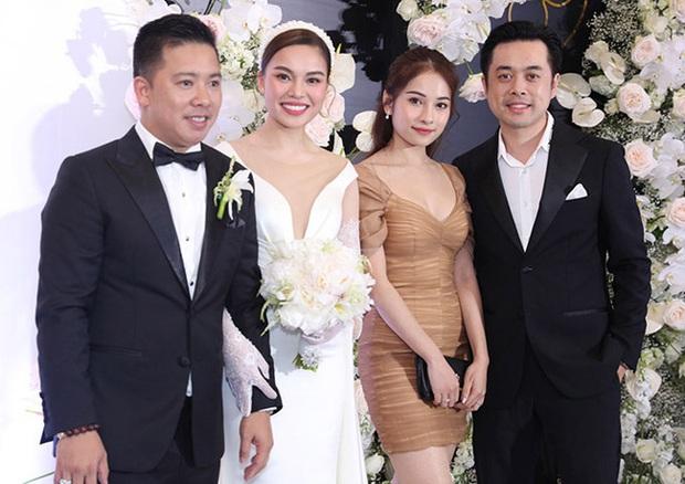 Giữa cả dàn khách mời diện đúng chuẩn dress code tại lễ cưới Giang Hồng Ngọc, một mình Trang Pháp diện đồ lệch tông - Ảnh 3.