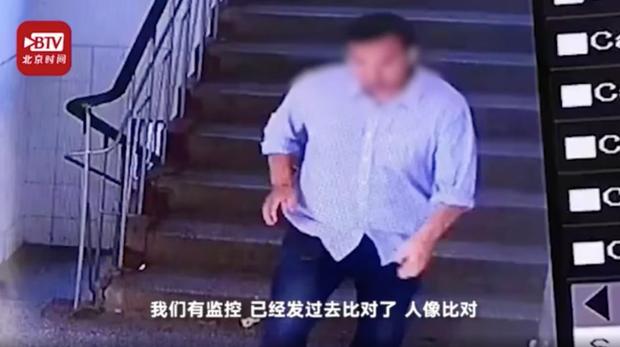 Hình ảnh cô giáo đang đứng lớp bị người đàn ông lạ tấn công 13 lần, bằng chứng cảnh sát đưa ra khiến dư luận càng phẫn nộ - Ảnh 3.