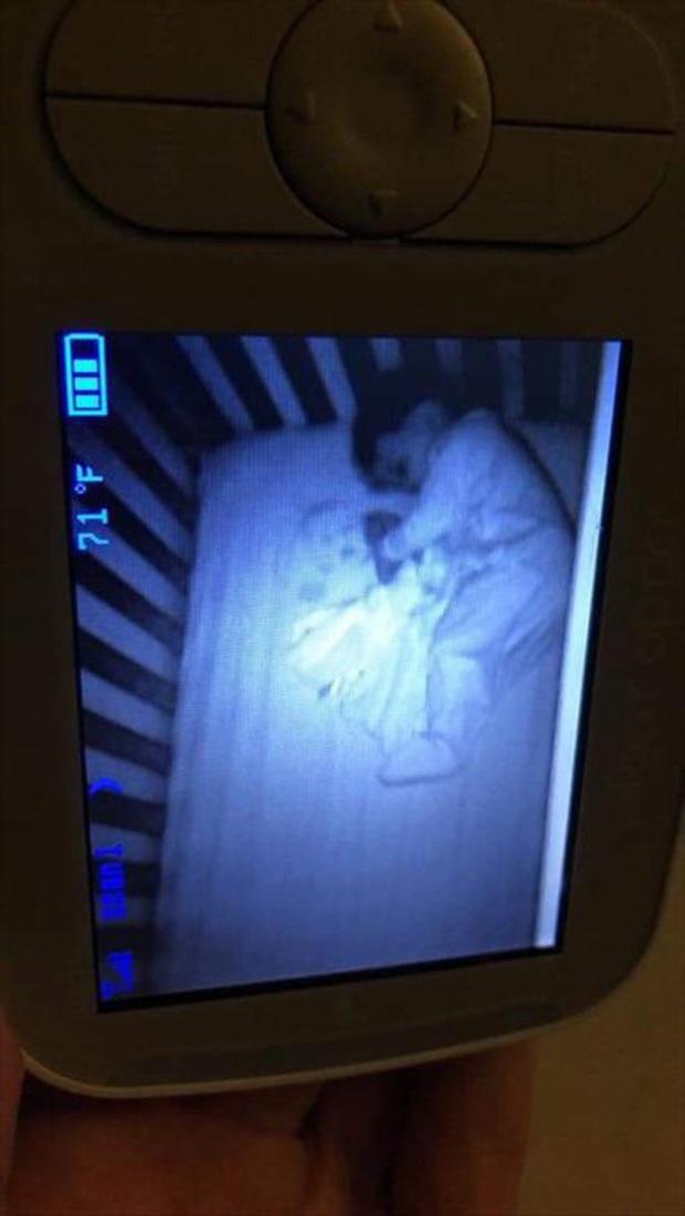 Lắp camera phòng ngủ của con nhỏ, bố mẹ hoảng hồn khi nhìn thấy hình ảnh máy quay thu được - Ảnh 6.