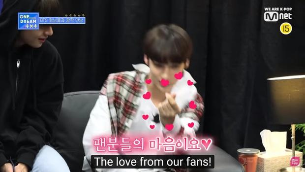 Mỹ nam TXT được đàn anh BTS truyền lại cách bắn tim thả thính fan cute khó cưỡng - Ảnh 7.