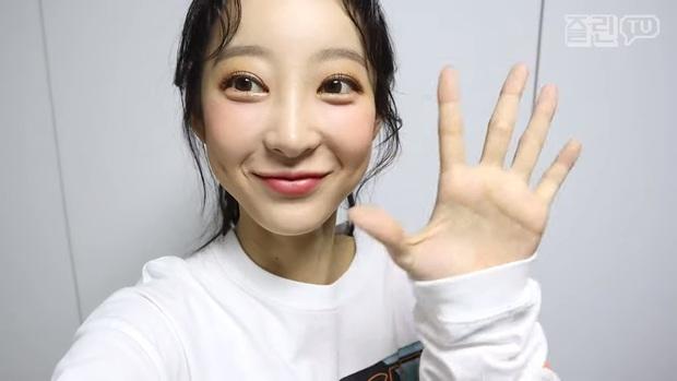 Chói mắt với làn da trắng như ngọc của 9 idol Kpop: Jisoo (BLACKPINK), ai ngờ Suga (BTS) và dàn mỹ nam còn đỉnh hơn - Ảnh 18.