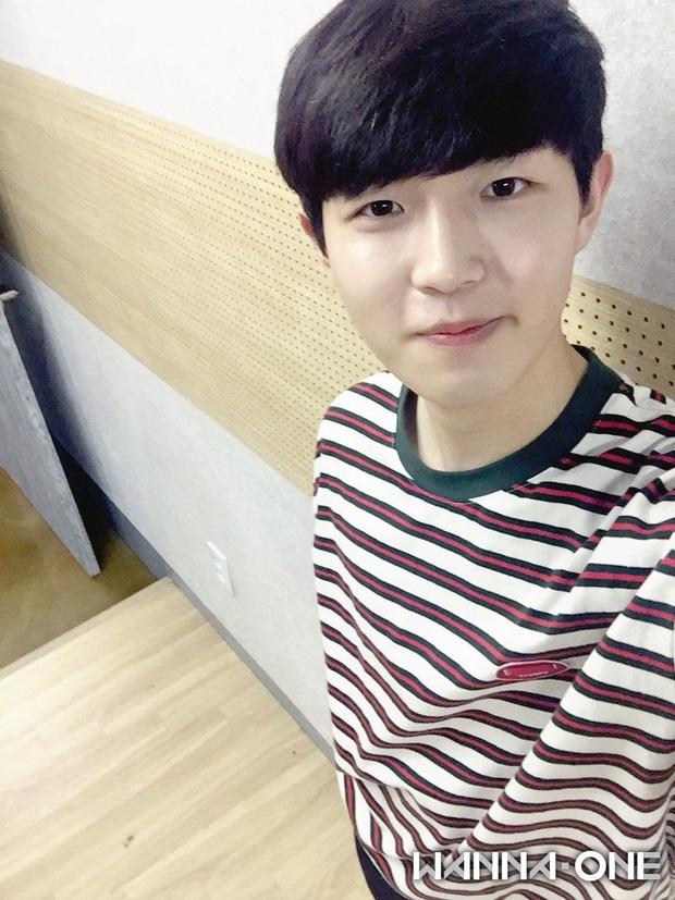 Chói mắt với làn da trắng như ngọc của 9 idol Kpop: Jisoo (BLACKPINK), ai ngờ Suga (BTS) và dàn mỹ nam còn đỉnh hơn - Ảnh 24.