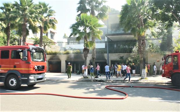 Cháy dữ dội tại tầng hầm biệt thự chứa nhiều ôtô sang của đại gia thép, nhiều tài sản bị thiêu rụi - Ảnh 8.