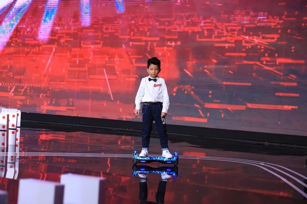 Siêu trí tuệ: Giám khảo dừng phần thi của cậu bé 9 tuổi vì... quá dễ - Ảnh 3.