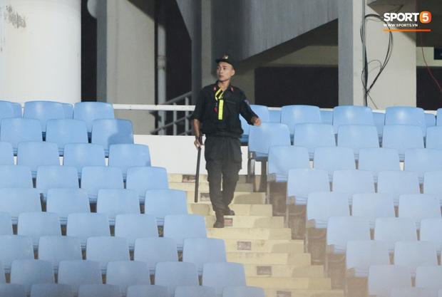 HLV Park Hang-seo nhờ an ninh can thiệp vì phát hiện người lạ theo dõi buổi tập kín của tuyển Việt Nam - Ảnh 5.