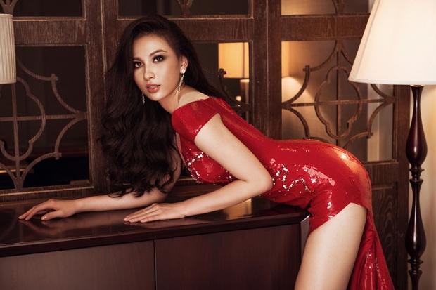Top 45 Hoa hậu Hoàn vũ Việt Nam lộ diện: Thúy Vân khoe ngực đầy, đọ sắc cực gắt bên dàn mỹ nhân váy xẻ táo bạo - Ảnh 14.