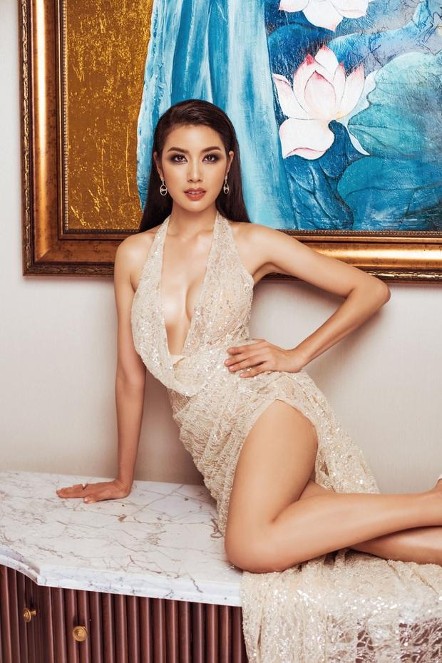 Top 45 Hoa hậu Hoàn vũ Việt Nam lộ diện: Thúy Vân khoe ngực đầy, đọ sắc cực gắt bên dàn mỹ nhân váy xẻ táo bạo - Ảnh 1.