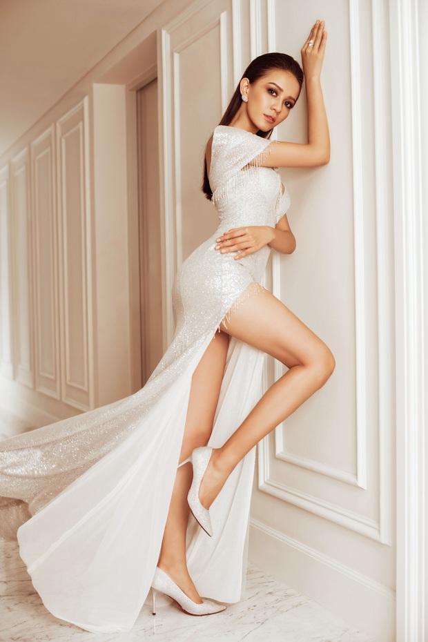 Top 45 Hoa hậu Hoàn vũ Việt Nam lộ diện: Thúy Vân khoe ngực đầy, đọ sắc cực gắt bên dàn mỹ nhân váy xẻ táo bạo - Ảnh 13.