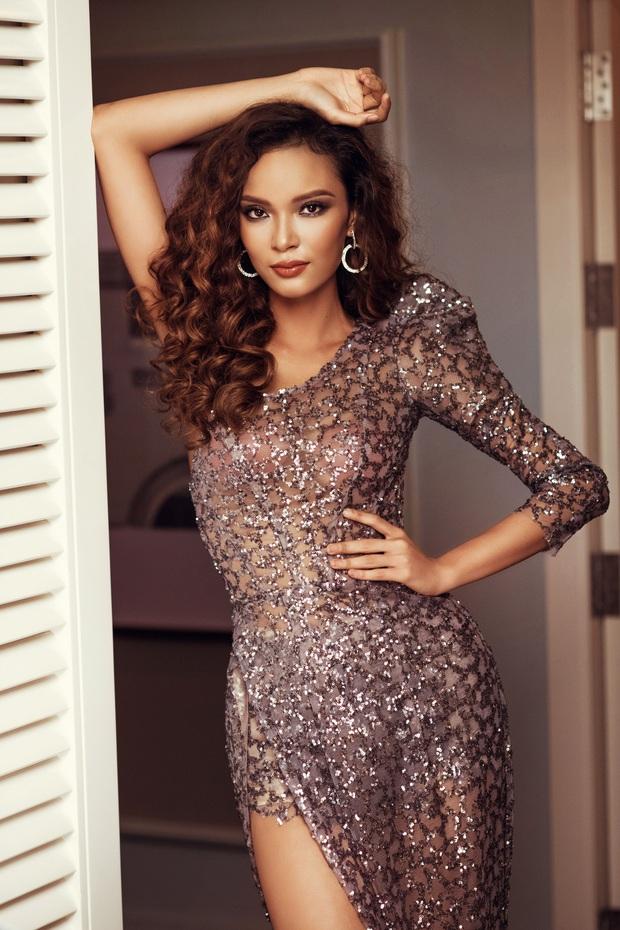 Top 45 Hoa hậu Hoàn vũ Việt Nam lộ diện: Thúy Vân khoe ngực đầy, đọ sắc cực gắt bên dàn mỹ nhân váy xẻ táo bạo - Ảnh 12.