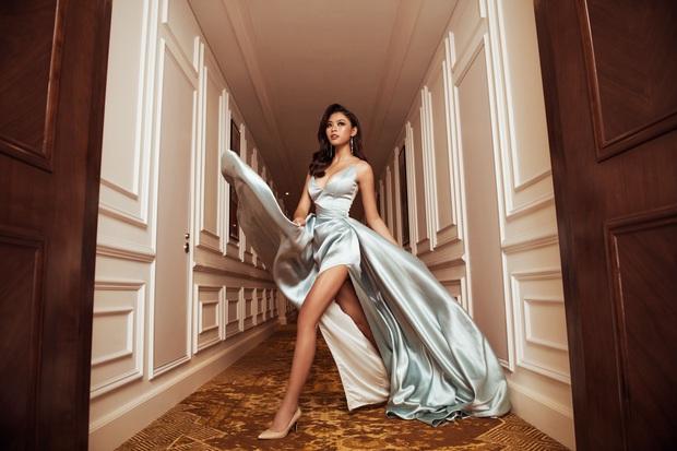 Top 45 Hoa hậu Hoàn vũ Việt Nam lộ diện: Thúy Vân khoe ngực đầy, đọ sắc cực gắt bên dàn mỹ nhân váy xẻ táo bạo - Ảnh 3.