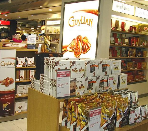 Có 3 thứ đáng mua nhất trong cửa hàng miễn thuế ở sân bay, không phải nước hoa hay bánh kẹo như nhiều người nghĩ - Ảnh 5.