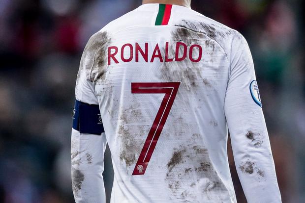 Ronaldo than khổ sau khi phải thi đấu trên ruộng khoai: Tôi thật sự chẳng biết phải đá ra sao với mặt sân như vậy! - Ảnh 3.