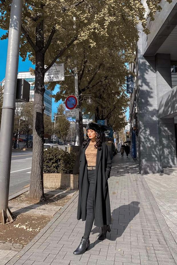 Chị chị em em BB Trần - Hải Triều: Giả gái đỉnh cao, thần thái sang chảnh ngút ngàn trên đường phố Hàn Quốc - Ảnh 3.